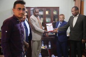 مدير الجامعة يستقبل وفدا من السفارة اليمنية بالخرطوم واتحاد الطلاب اليمنيين بالسودان