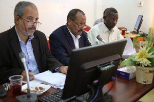 مدير الجامعة بالإنابة يرأس اجتماع اللجنة العليا للامتحانات